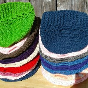 16 available messy bun hats/ bundle with free coat